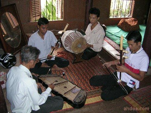 Yangqin in Cambodia