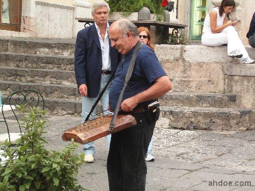 Yangqin in Italy, Sicily's Taormina